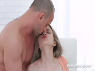 Мужик ебет девушку на вечеринке - порно видео смотреть онлайн бесплатно!