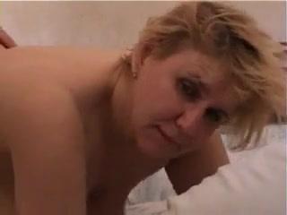 Мамаша в сперме после секса со своим сыном дома у него же, где