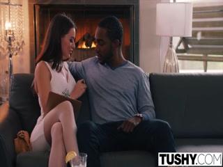 Секс видео бесплатно без регистрации, где негр ебет молодую брюнетку в пизду на диване