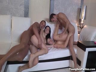 Русская молодежка в сперме после жаркого секса с двумя парнями