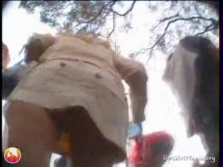 Парень снял девушку в чулках и кончил ей прямо во влагалище