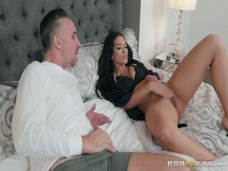 Порно видео со зрелой женщиной и мужчиной дома в спальне» онлайн бесплатно hd качества